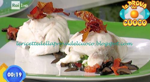 Orata al vapore con ripieno di scarola olive verdi e nere ricetta De La Paz da Prova del Cuoco
