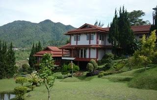 Villa di Lembang yang Refresentatif untuk Gathering, Villa Istana Bunga