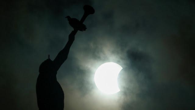 El gran eclipse solar estadounidense creó 'olas de proa' en la atmósfera de la Tierra