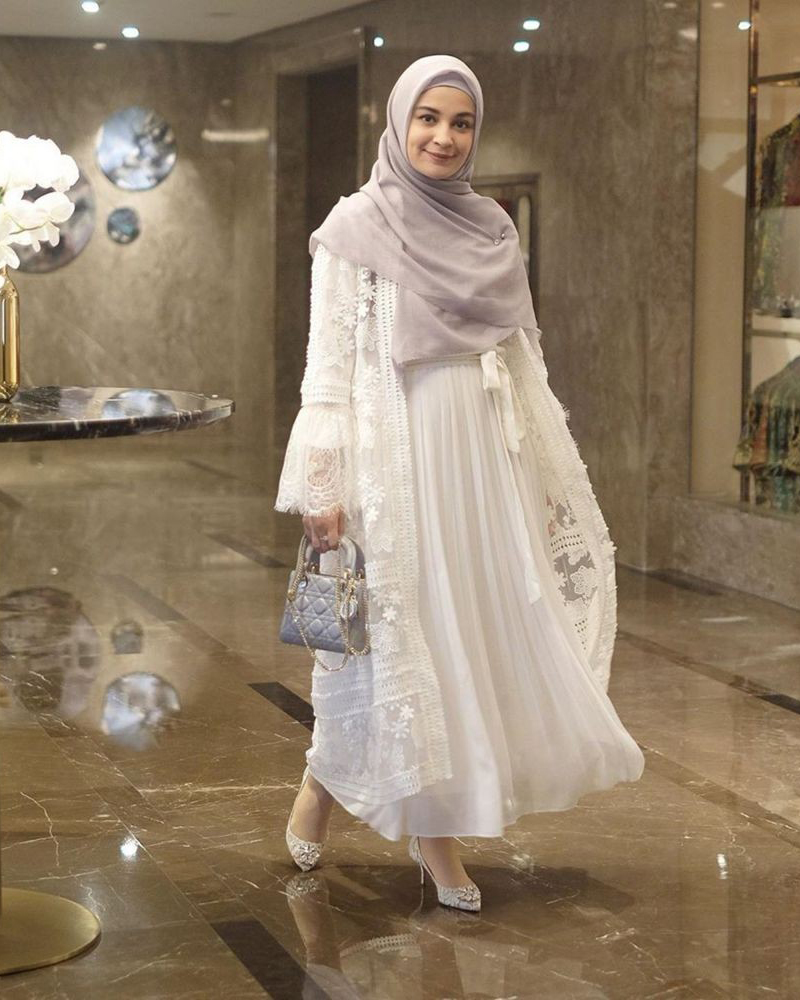 Gaun putih untuk jilbab Abu abu