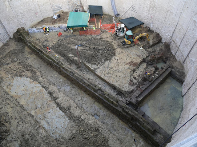 Rome Metro workers discover ancient aqueduct