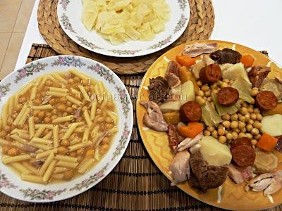 Sopa de cocido, repollo, garbanzos, carne y verduras