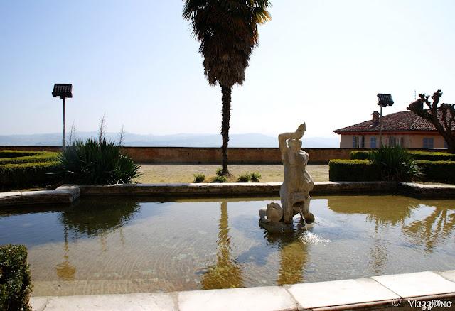 Una delle fontane del Castello Reale di Govone