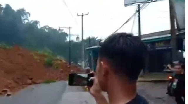 Longsor Terjang Cianjur, Jalan Sukanagara Tertutup Material Tanah