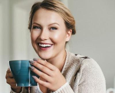أفضل 10 أنواع شاي صحية للشرب في العمل