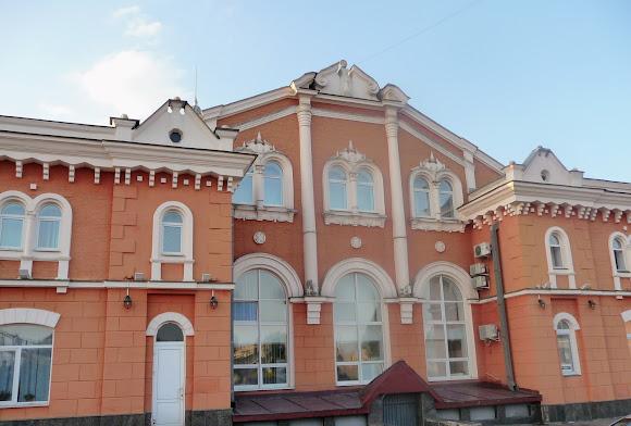 Чернігів. Залізничний вокзал. Пам'ятка архітектури