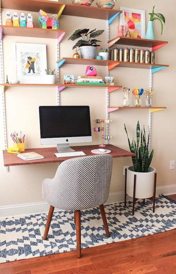 Zona de trabajo con cremalleras y cartelas de colores
