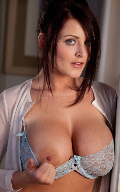 Sophie Dee big nude - tits - Biography, Latest Hot Nude and Bikini Gallery
