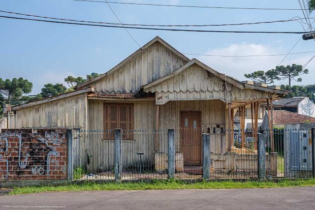 Casa de madeira na Euclides Bandeira