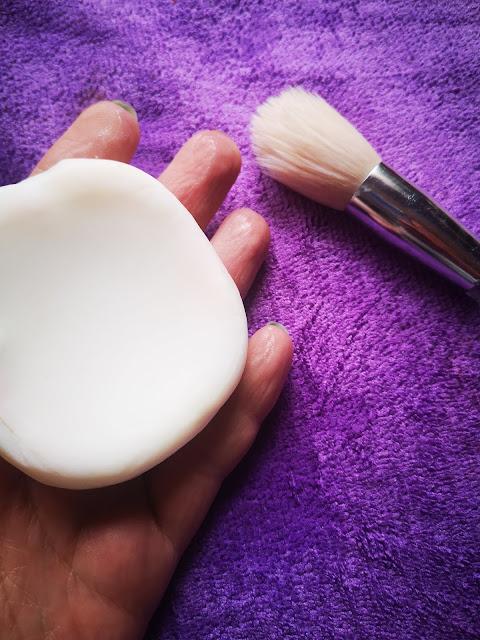 jabón suave para limpiar brochas