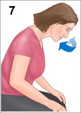 Menunduk setelah meneteskan obat tetes hidung