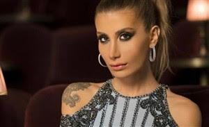 İrem Derici'nin yepyeni albümünde yer alan yeni şarkısı Naş'ı sözlerini okuyarak dinleyin.