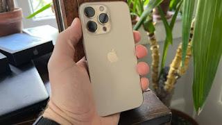 Đó là iPhone 13 Pro nhỏ hơn iPhone 13 Pro Max, nhưng công nghệ thì giống nhau nhiều. Ảnh:CNBC