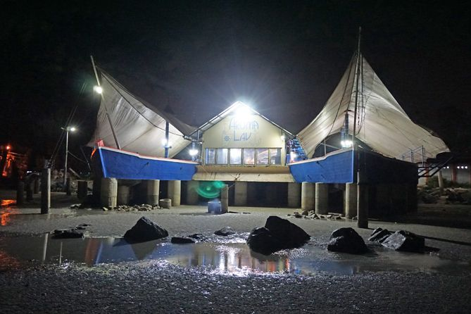 Bangunan mirip kapal ala Laut Restaurant Bangka