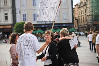 Looks like everyone loves free hugs! (Photo courtesy of Free Hugs Kraków)