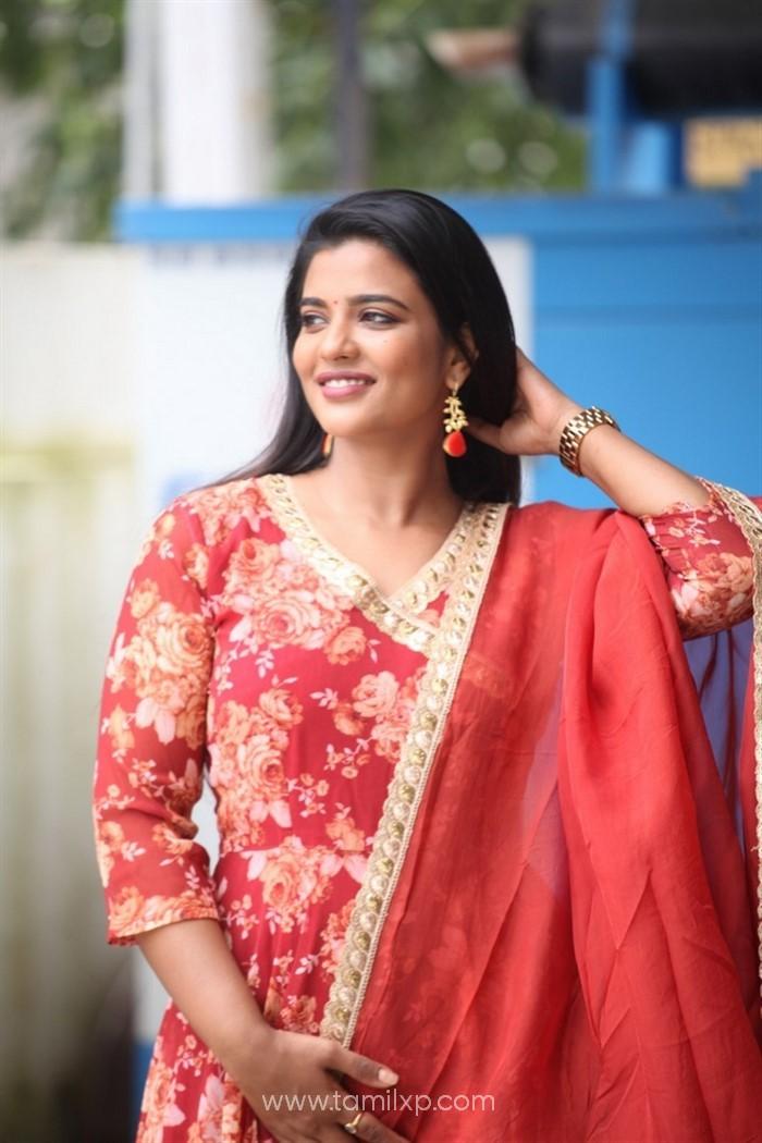 Heroine Aishwarya Rajesh Photos
