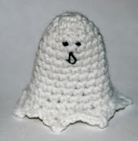 http://livingthecraftlife.blogspot.com.es/2010/10/spooky-amigurumi-ghost.html