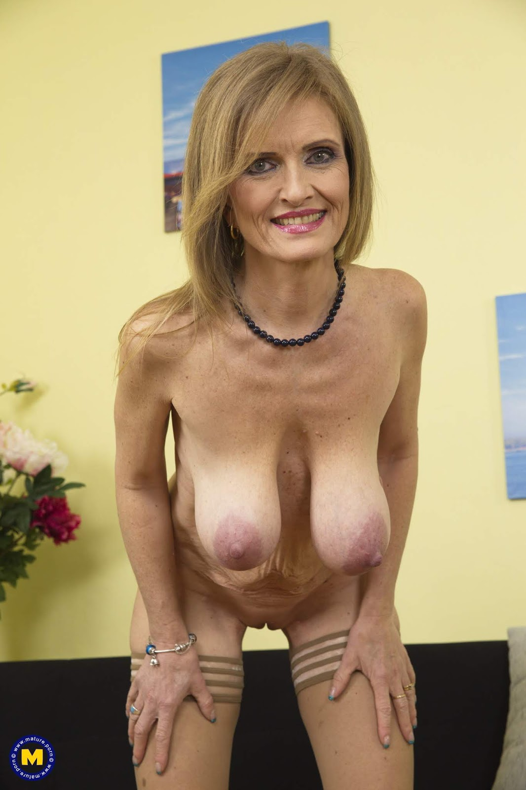 Nude Mom Mature