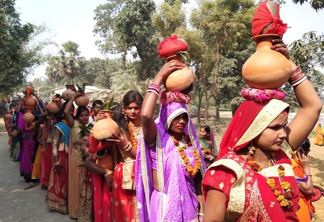 महावीरी झंडोत्सव को लेकर सैकड़ों कन्याओं ने निकाली कलश यात्रा