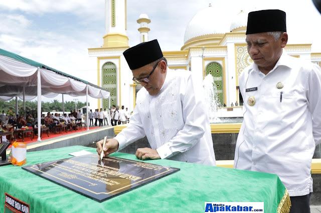 Kenang Perjuangan Bersama Alm Taufan GamMembangun Mesjid Agung H Achmad Bakrie,Plt Bupati Asahan Teteskan Air Mata