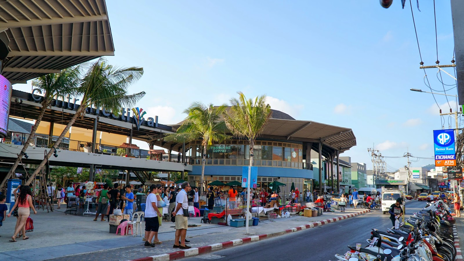 Central Festival Samui. The night market is just only setting up, guess I will come back later