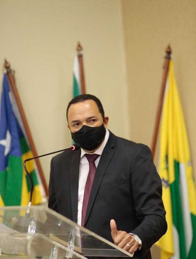 Aparecida: Arnaldo Leite é empossado vereador na vaga de Valéria Pettersen