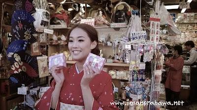 Wanita Di Kuil Asakusa