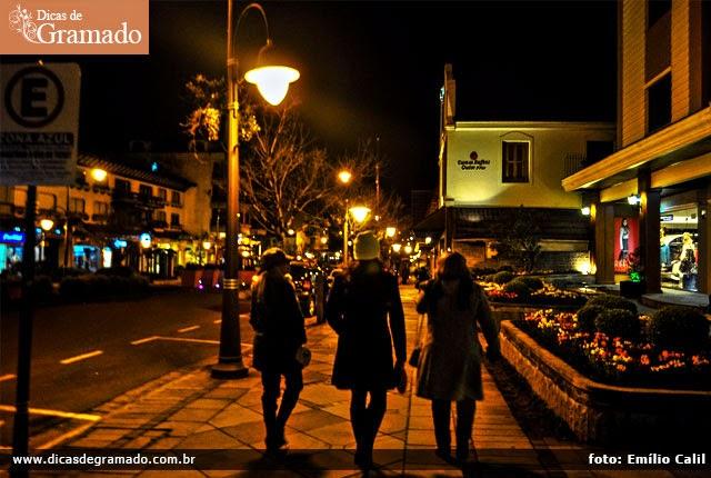 As noites em Gramado no inverno são bem frias. Leve roupas mais pesadas como casacos e botas.