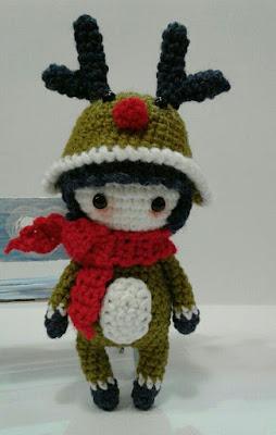 Кукла крючком в костюме оленя