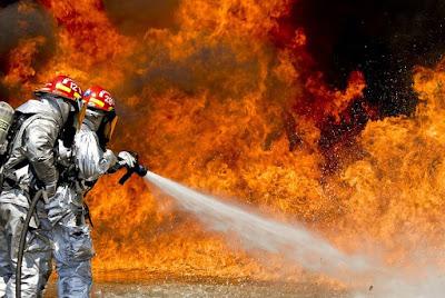 حريق العاصمه الفرنسيه