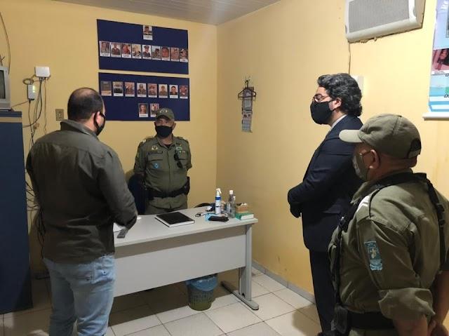 São Félix do Piauí: Comandante do GPM Cabo Franciel recebe a visita do promotor e delegado da PC de Barro Duro