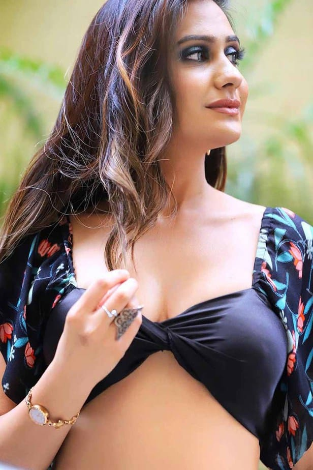 Actress Akanksha Bhalla Latest Hot Photos