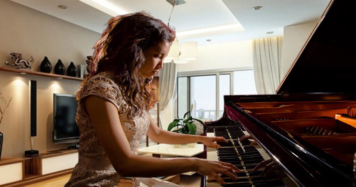 Người mới học nên mua đàn piano cơ giá bao nhiêu?