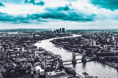 Hoteles en Londres con vistas en blanco y negro con vistas al río Tamésis