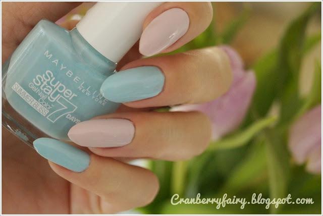 pastelowy niebieski lakier do paznokci