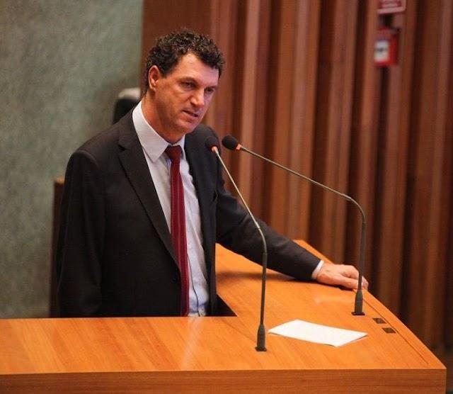 Os Projetos de Leis do deputado Iolando são lidos durante retorno de sessão presencial das atividades legislativas