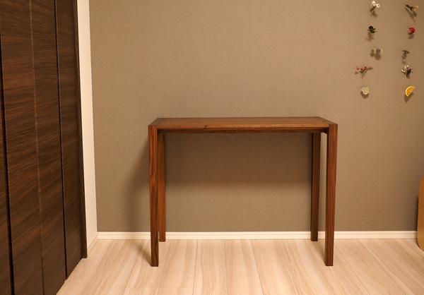 ウォルナット無垢の木のサイドテーブル