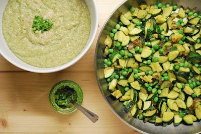 Porridge d'amarante salé au pesto et aux légumes
