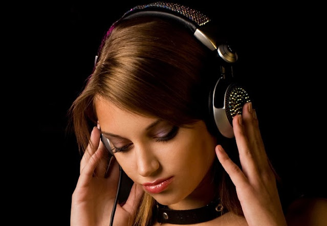 Dengarkan Musik Maka Kamu Akan Mendapatkan Inspirasi dalam Menulis Novel