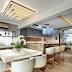 Espaço gourmet sofisticado com ilha em mármore, ônix e pastilhas bronze!