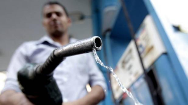 पेट्रोल और डीजल की कीमतों में राहत जारी, आज इतने घटे दाम