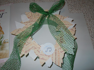 Easy to create paper leaves Christmas wreath project