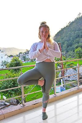 gerakan yoga tree pose