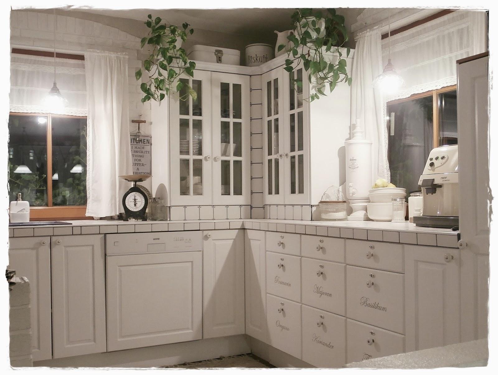 ikea bodenleiste k che anbringen gebrauchte k che hannover kaufen wasserhahn k che. Black Bedroom Furniture Sets. Home Design Ideas