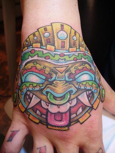 Este colorido máscara asteca