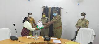 पुलिस अधिकारी कर्मचारी को सेवानिवृत्ति होने पर भावभीनी विदाई दी  -पुलिस अधीक्षक जालौन                                                                                                                                                     संवाददाता, Journalist Anil Prabhakar.                                                                                               www.upviral24.in