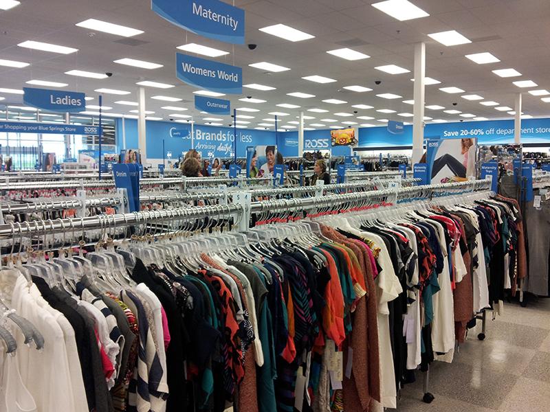 No Outlet South em Las Vegas, por exemplo, há lojas muito legais que vendem  calçados femininos. Algumas delas são Rockport, Michael Kors, Nine West, ... 6b87ac392d