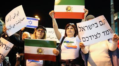 O Irã quer que os alunos pisem na bandeira de Israel. Eles recusam