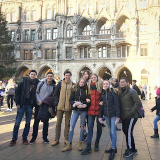 Pola Ajar EF Adults Kursus Bahasa Inggris Profesional