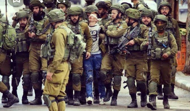 قوات الاحتلال تعتقل مواطنين بالضفة